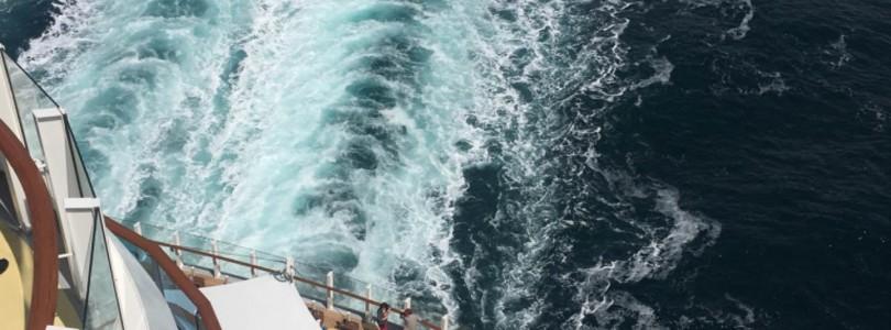Hafenausfahrt aus Hamburg an Bord von AIDAprima